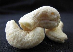 cashew-nuts-89103_640